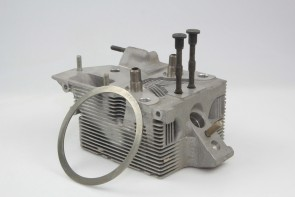 Deutz Cylinder Head HY418 9263K,5-77 E31 C31 86
