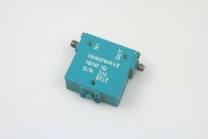 INNOWAVE 1030 IQ COAXIAL ISOLATOR 2-4 Ghz