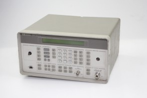 HP 8647A Synthesized Signal Generator 250 kHz-1000 MHz (MISSING PARTS)