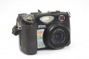 Nikon CoolPix E5400 5MP Digital Camera