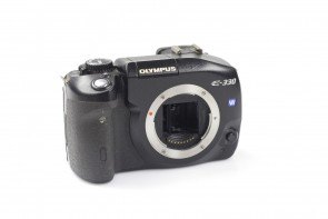 OLYMPUS E-330 7.5MP DIGITAL CAMERA