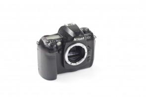 Nikon D100 6.1 MP DSLR CAMERA BODY #!